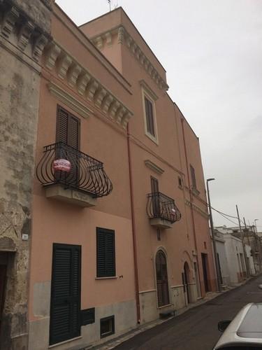 Salve, centro storico, porzione di palazzo del 1600 elegantemente ristrutturata