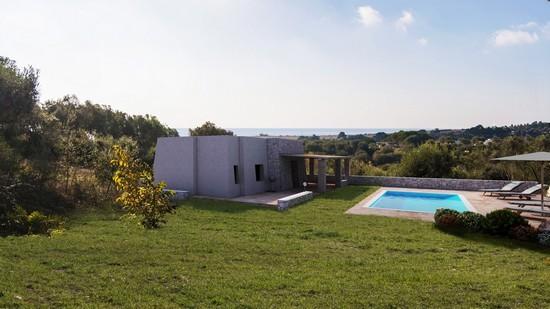 Salve, prestigiosa villa vista mare con giardino e piscina.